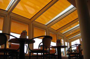 Außenmarkise von Sunhouse in gelb von innen