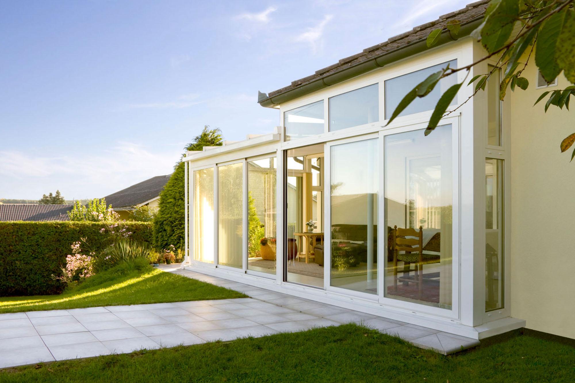 weißer Wintergarten - Classic passt sich maßgeschneidert an ihr Gebäude an