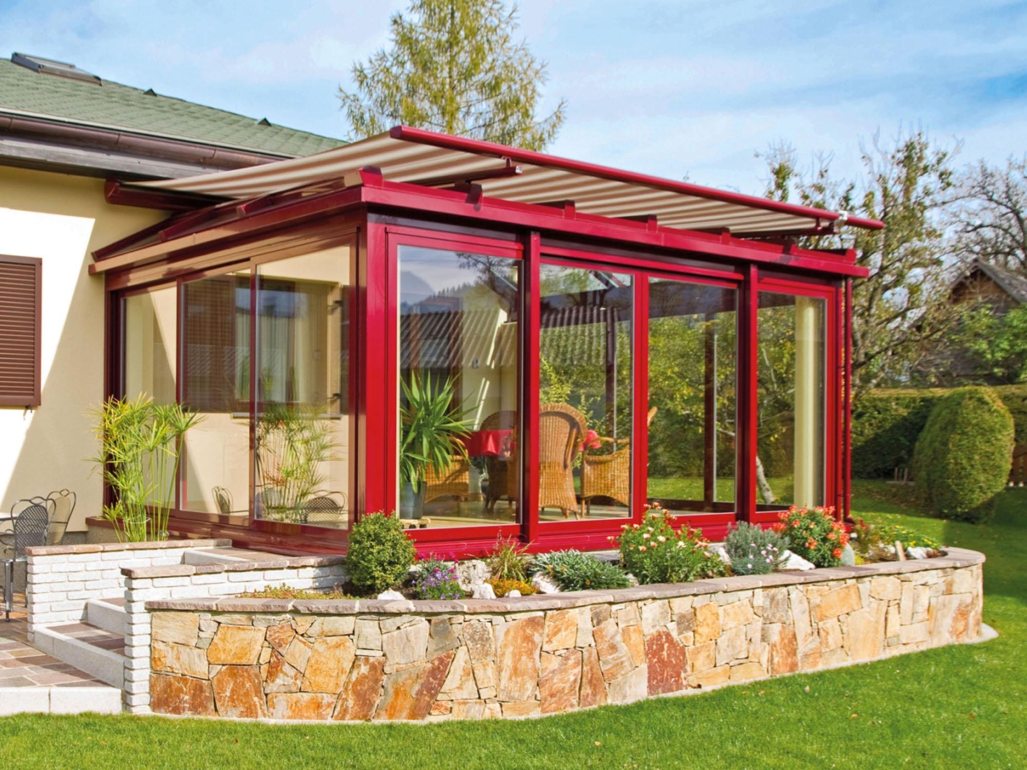 roter Wintergarten der Classic Line von Sunhouse Wintergärten