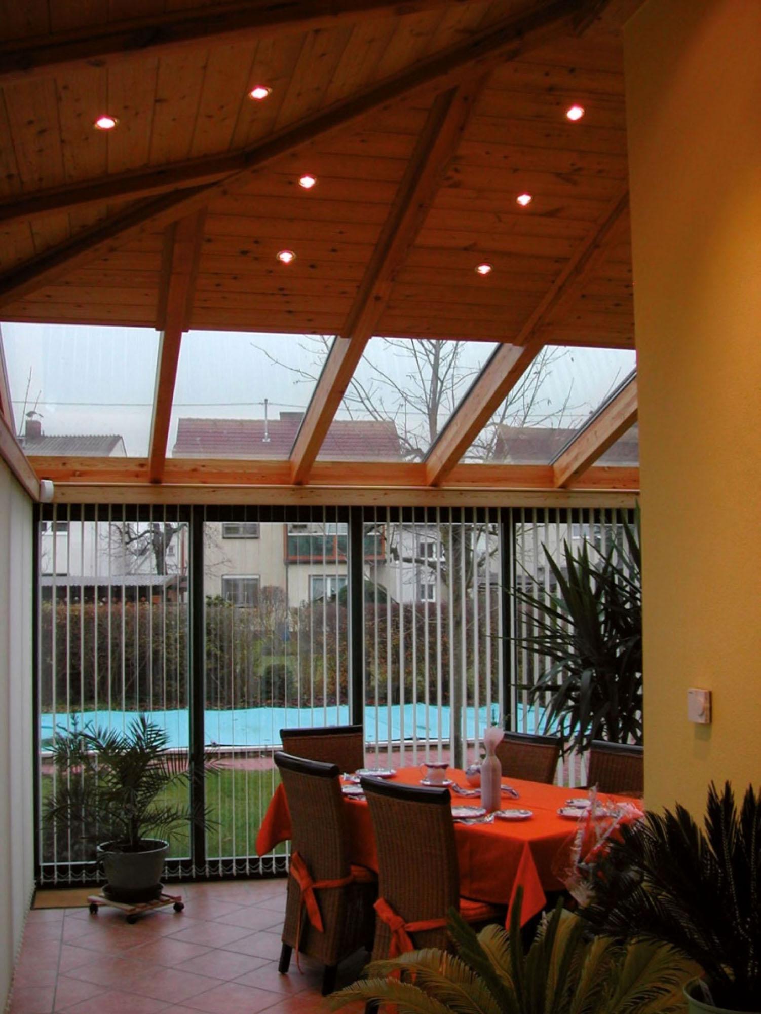 lichtdurchfluteter Wohnraum durch Wintergarten - Superior