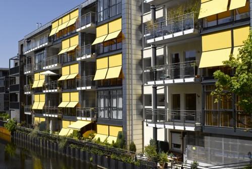 funktionaler und optimaler Schutz für die Fenster mit Vertikalmarkisen