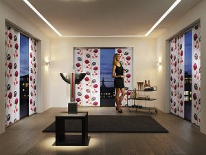 Flächenvorhänge in buntem Design zur Innenbeschattung von Leha bei Sunhouse