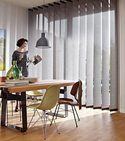 Innenbeschattung mit stufenloser Lichtregulierung durch verstellbare Lamellen von Leha bei Sunhouse