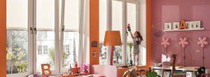 Textilscreen hell beleuchtetes Zimmer mit der Verglasung von Sunhouse Wintergärten